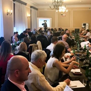 Konferencja o ekspansji ferm przemysłowych w Warszawie