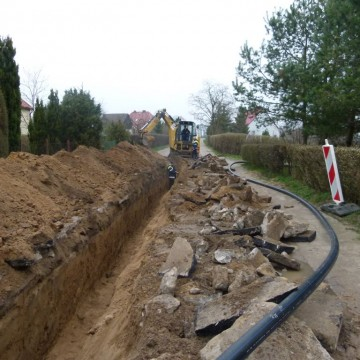 rów pod sieć wodociągową na ulicy Dażyńskiej