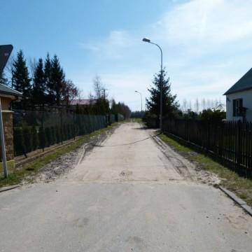 utwardzona droga gruntowa przy ulicy Ogrodowej